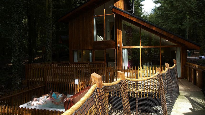 Hot Tub Lodge Retreats - 10% NHS discount + free in cabin entertainment package