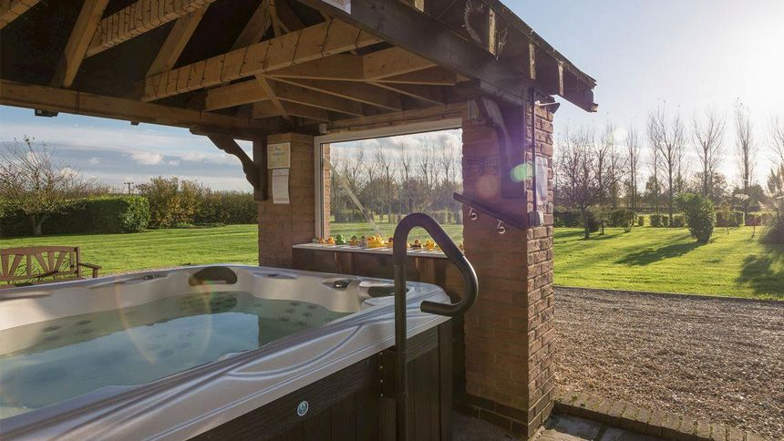 Hot Tub Cottage Breaks from £259. 7% NHS discount